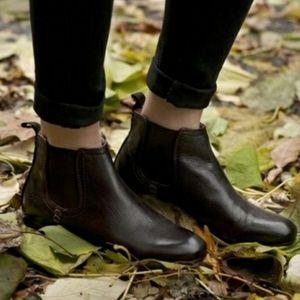 Frye Jillian Chelsea Boots 8.5